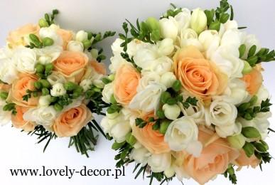 bukiet ślubny z białej frezji i róży brzoskwiniowej