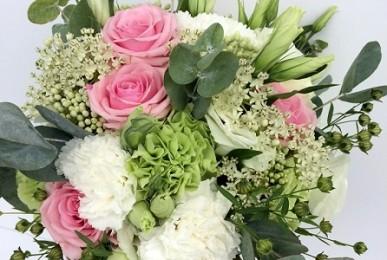 bukiet ślubny z kwiatów mieszanych